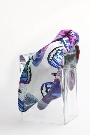 Čelenka biela s modro fialovým vzorom