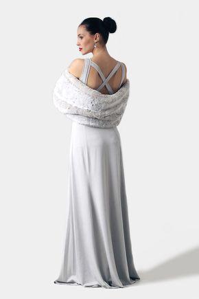 Dlhé šaty s krížom na chrbte
