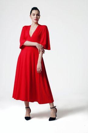 Šaty červené so širokými rukávmi