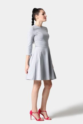 Šaty s polkruhovou sukňou bledo šedé