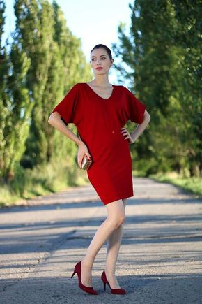 Šaty so širšími rukávmi jednofarebné