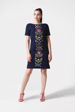 Šaty tmavo modré s veľkou výšivkou