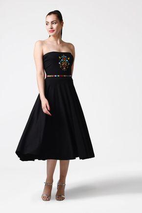 Šaty úpletové s výšivkou bez ramienok