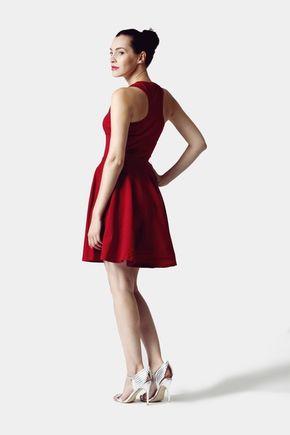 Šaty vínovo červené s kruhovou sukňou