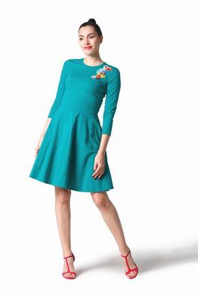 Šaty zelené s výšivkou
