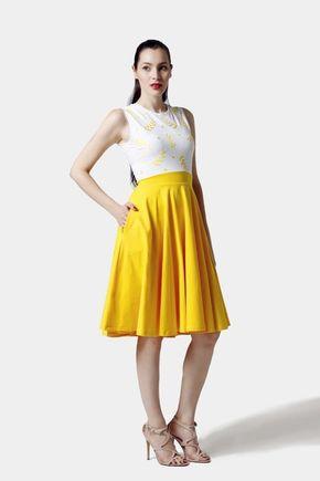 Šaty žlto biele s vyšším pásom