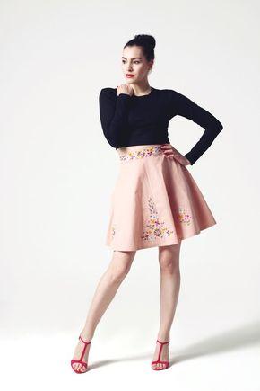 Sukňa ružová vyšívaná polkruhová