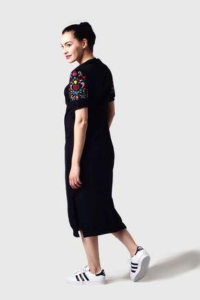 Teplákové šaty s vyšívanými rukávmi
