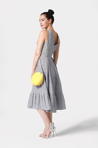 Šaty modro biele s riasenou sukňou
