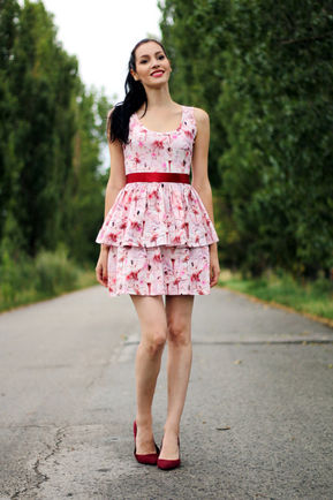 Šaty s volánmi a vzorom