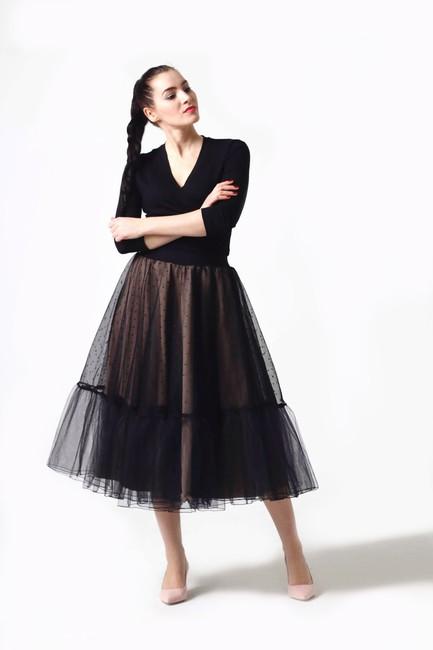 1276514eee15 Tylová sukňa Midi s bodkami - Zuzana Zachar